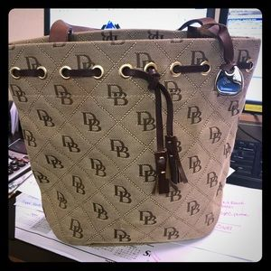 Dooney and Bourke logo small tote